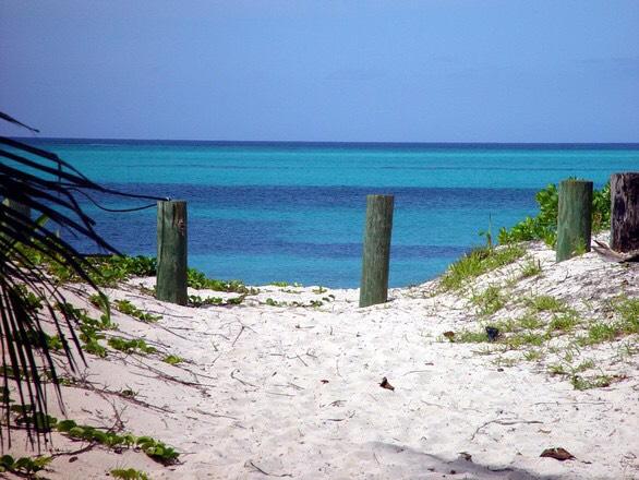 Paisaje en una playa con el mar de fondo, que evoca sensción de libertad y rotura de miedos.